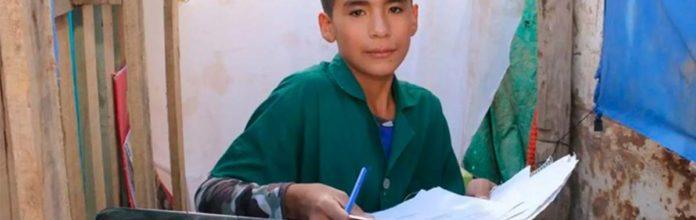Com apenas 12 anos, ele abriu uma escola em seu quintal para ajudar outras crianças