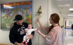 Bebê consegue vencer o câncer e tocar o sino da vida