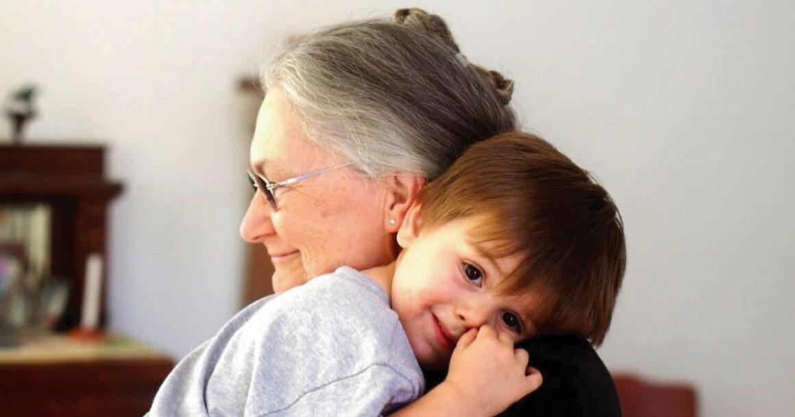 """""""Não sou uma creche"""": Avó cobra para cuidar do neto o dia todo"""
