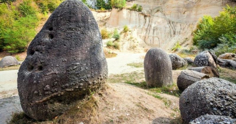 O mistério das pedras vivas da Romênia: elas crescem, se reproduzem e respiram