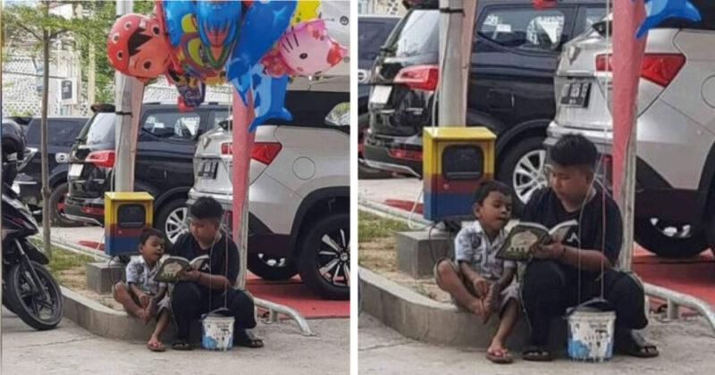 Enquanto vende balões na rua, ele cuida e ensina seu irmão mais novo a ler