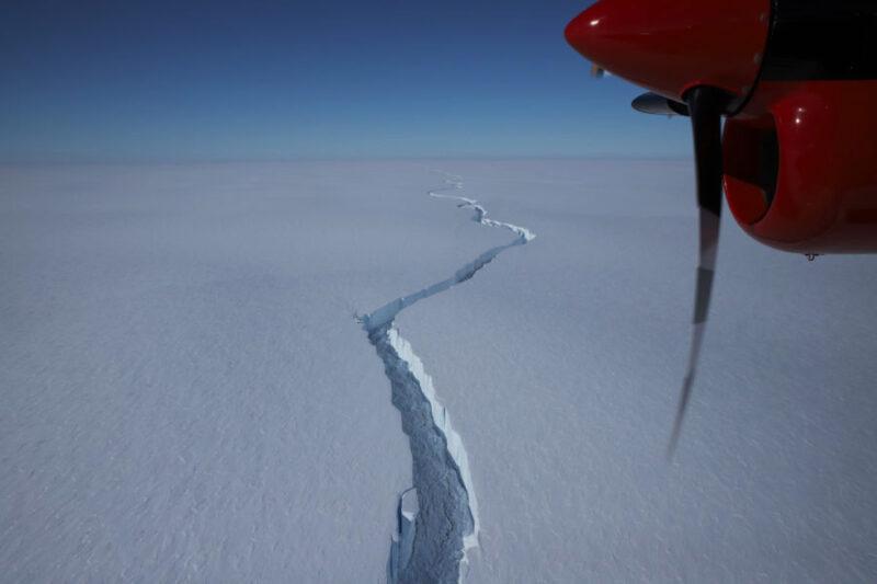 Iceberg colossal do tamanho de Londres se separa da Antártica