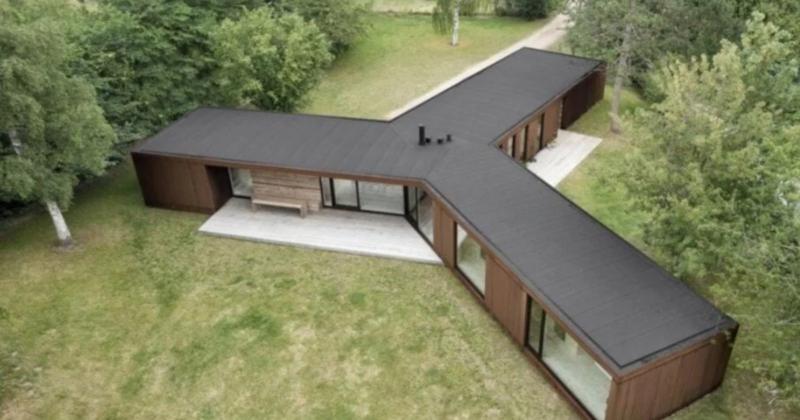 Esta é a incrível casa de aço e madeira construída em apenas 3 dias