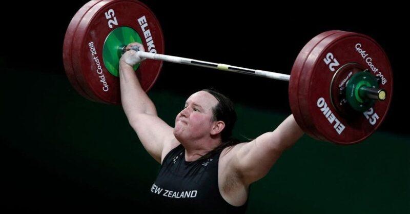 Levantadora de peso transgênero é eliminada das Olimpíadas. Críticos disseram que ela teria vantagem
