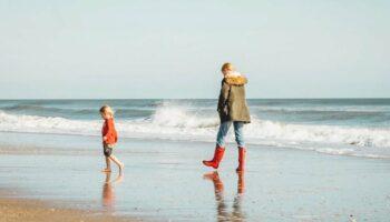 Dar férias e viagens às crianças em vez de brinquedos melhora o seu desenvolvimento