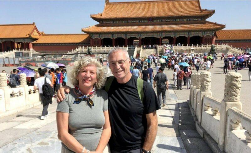 Eles se aposentaram, venderam tudo e viajaram mais de 80 países juntos